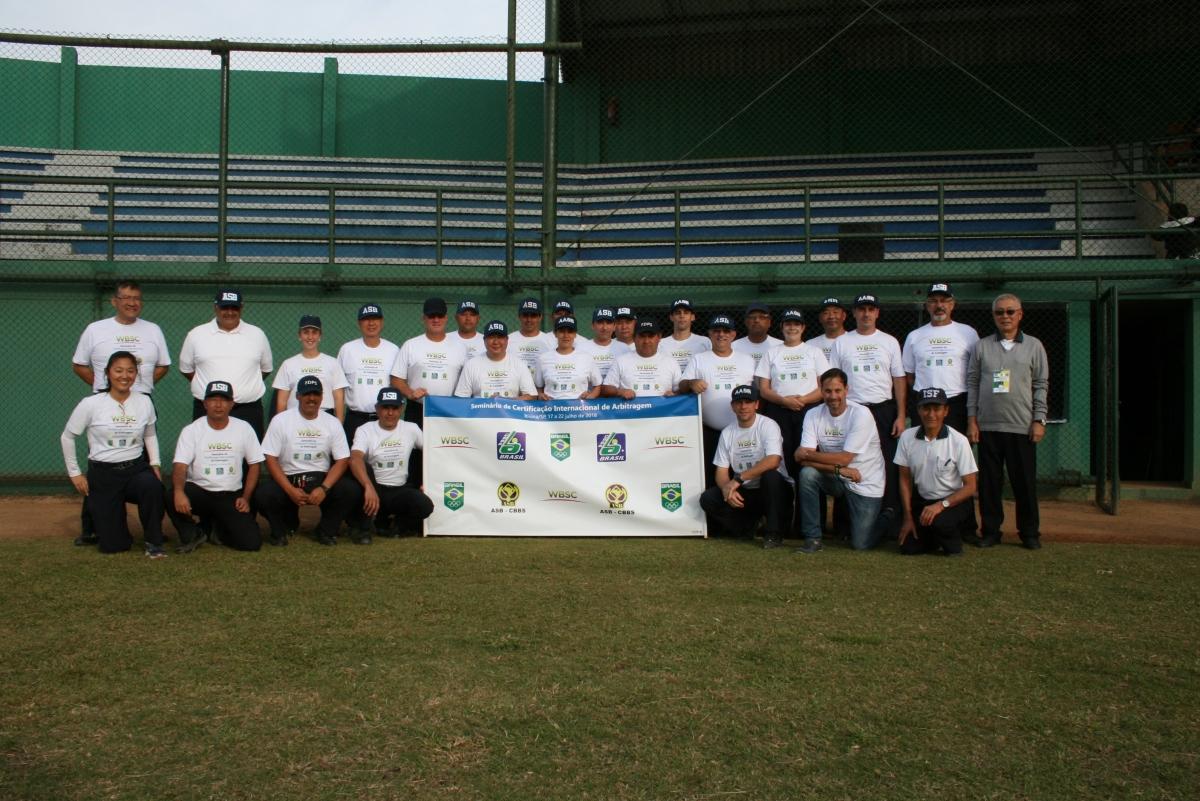 Seis árbitros brasileiros recebem certificado internacional da WBSC