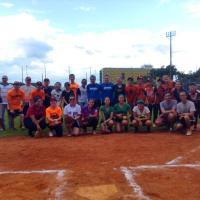 Clínica de Softbol leva adultos e crianças para o Bom Retiro
